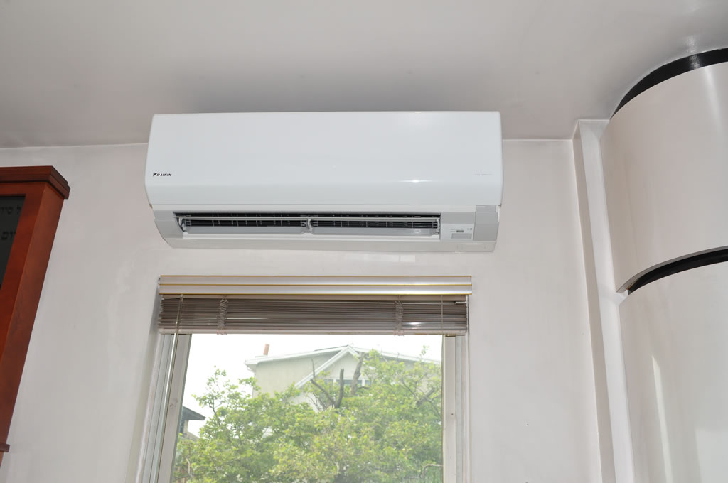 Daikin Quaternity Ductless Mini Split 12k 24 1 Seer Heat